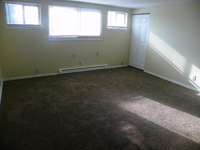 Willow Gardens 2 bedroom 002 (640x480)